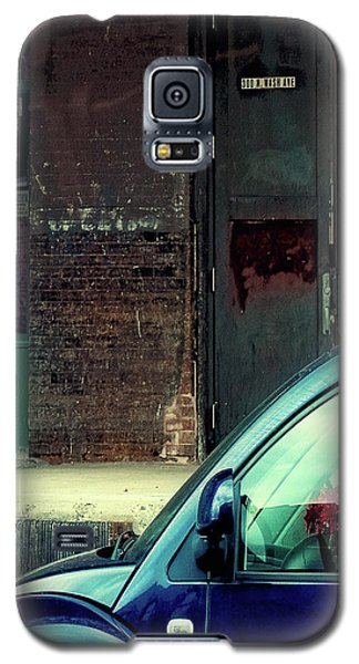 Blue Car On Washington Avenue In Minneapolis Galaxy S5 Case by Susan Stone