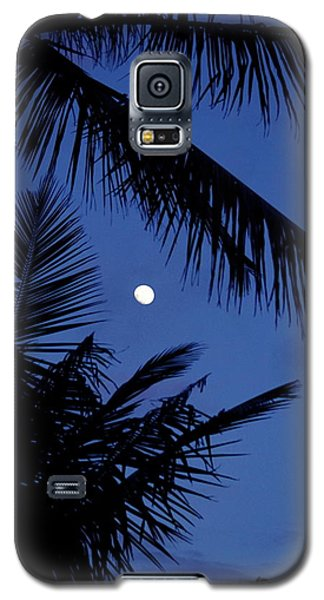 Galaxy S5 Case featuring the photograph Blue Dawn Moon by Lehua Pekelo-Stearns