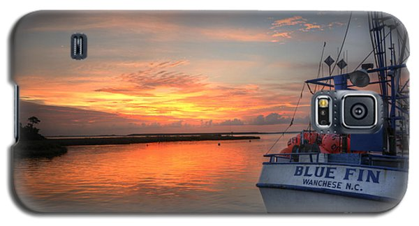 Galaxy S5 Case featuring the photograph Blue Fin Morning by Terry Rowe