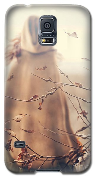 Blurred Image Of A Woman With Cape Galaxy S5 Case