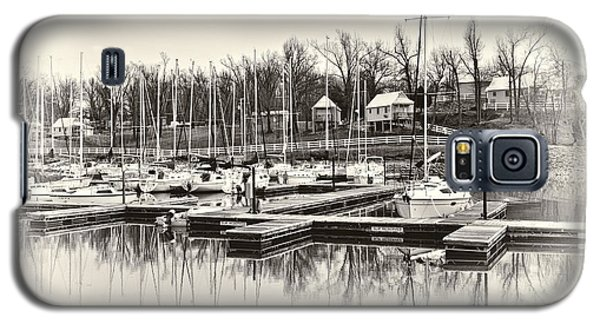 Boats And Cottages In B/w Galaxy S5 Case by Greg Jackson