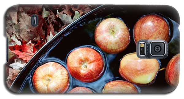 Bobbing For Apples Galaxy S5 Case by Kim Fearheiley
