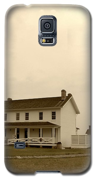 Galaxy S5 Case featuring the photograph Bodie Light II by Kelly Nowak