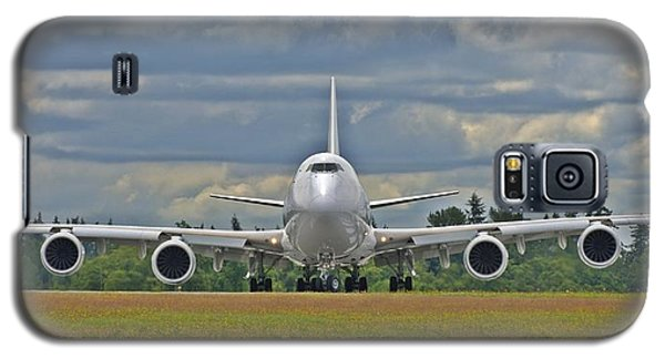 Galaxy S5 Case featuring the photograph Boeing 747-800 by Jeff Cook