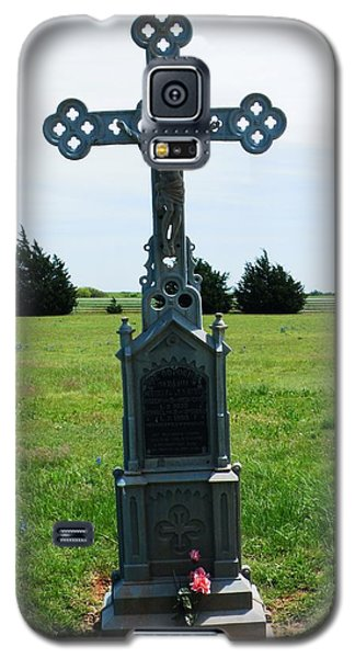 Galaxy S5 Case featuring the photograph Bomarton Catholic Cemetery 9 by The GYPSY And DEBBIE