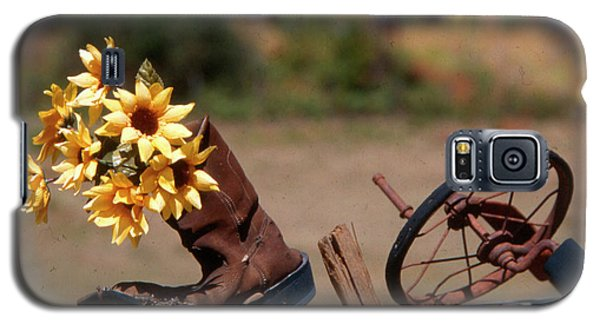 Galaxy S5 Case featuring the photograph Boot With Flowers by Ron Roberts