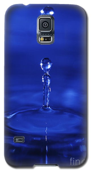 Bouncing Droplets In Blue Galaxy S5 Case