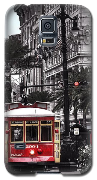Galaxy S5 Case featuring the photograph Bourbon And Canal Trolley Cropped by Tammy Wetzel