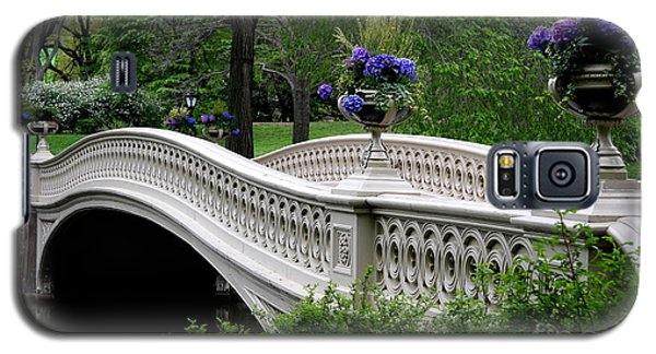 Bow Bridge Flower Pots - Central Park N Y C Galaxy S5 Case by Christiane Schulze Art And Photography