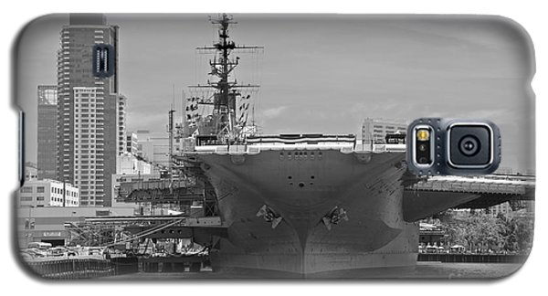 Bow Of The Uss Midway Museum Cv 41 Aircraft Carrier - Black And White Galaxy S5 Case