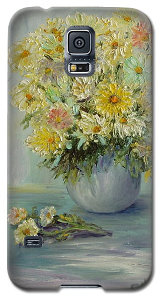 Galaxy S5 Case featuring the painting Bowl Of Daisies by Catherine Hamill