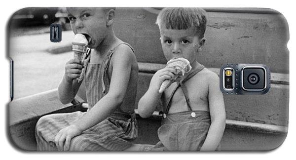 Ice Galaxy S5 Case - Boys Eating Ice Cream Cones by John Vachon