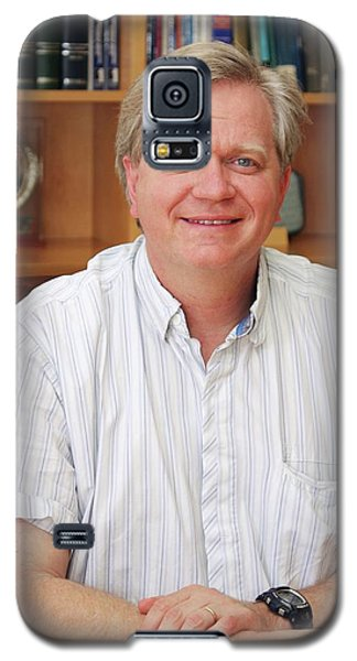 Brian Schmidt Galaxy S5 Case by Tim Wetherell, Courtesy Emilio Segre Visual Archives/american Institute Of Physics