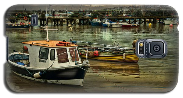 Galaxy S5 Case featuring the photograph Bridlington Reflections by Brian Tarr