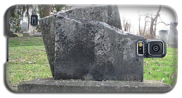 Galaxy S5 Case featuring the photograph Broken by Michael Krek