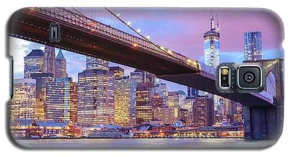 City Sunset Galaxy S5 Case - Brooklyn Bridge And New York City Skyscrapers by Vivienne Gucwa