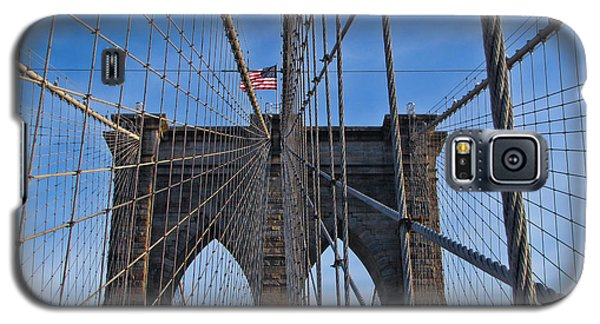Galaxy S5 Case featuring the photograph Brooklyn Bridge by David Gleeson