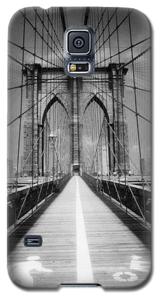 Galaxy S5 Case featuring the photograph Brooklyn Bridge Infrared by Dave Beckerman