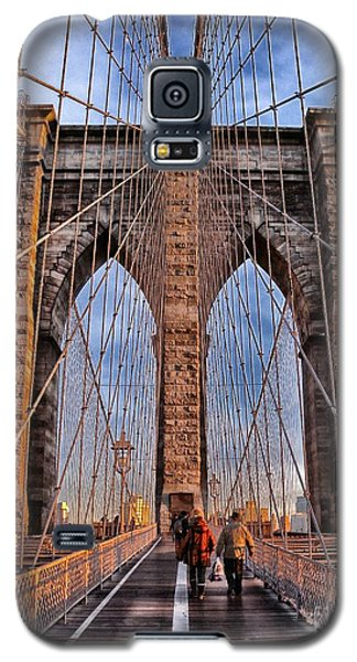 Galaxy S5 Case featuring the photograph Brooklyn Bridge by Paul Fearn