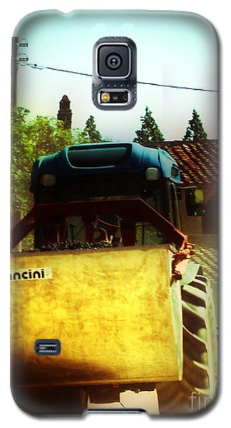 Galaxy S5 Case featuring the photograph Brunello Taxi by Angela DeFrias