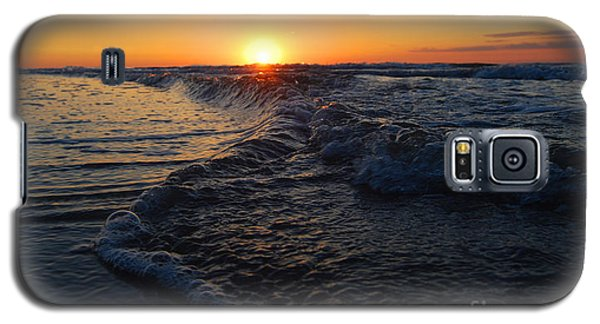 Galaxy S5 Case featuring the photograph Bubble Bubble    Aint No Trouble by Linda Mesibov