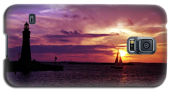 Galaxy S5 Case featuring the photograph Buffalo Main Lighthouse by Tom Brickhouse