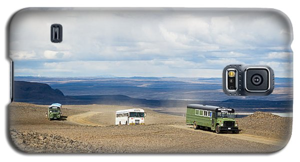 Galaxy S5 Case featuring the photograph Buses Of Landmannalaugar by Peta Thames