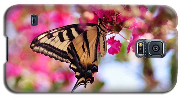 Butterfly On The Crepe Myrtle. Galaxy S5 Case
