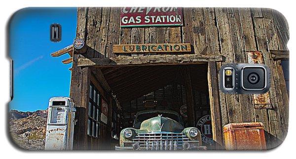 Cadillac In A Chevron Station 5 Galaxy S5 Case