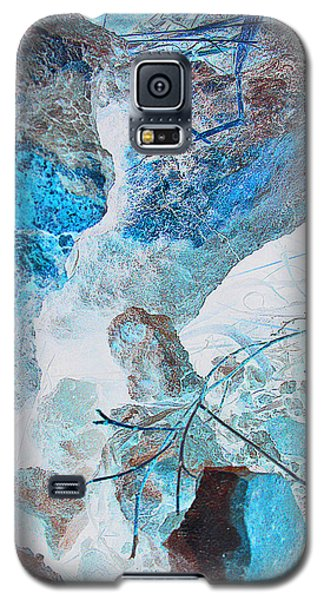 Galaxy S5 Case featuring the photograph Caliche And Desert Grasses by Louis Nugent