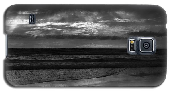 Galaxy S5 Case featuring the photograph  Cardiff Godrays by John F Tsumas