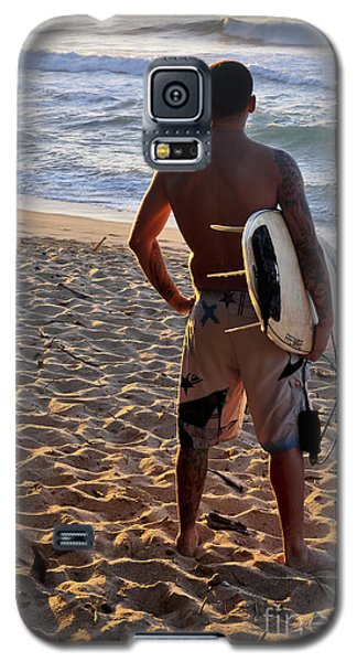 Galaxy S5 Case featuring the photograph Call Of The Surf by Gina Savage