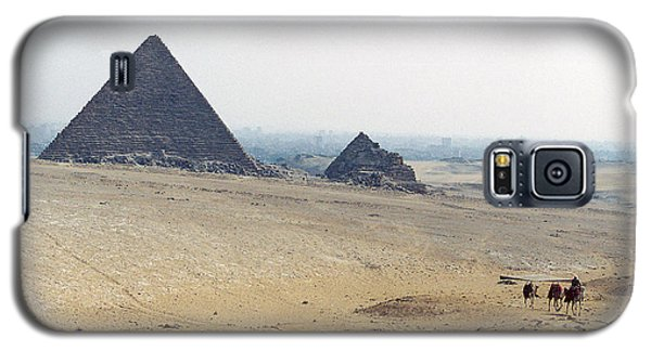 Galaxy S5 Case featuring the photograph Camels At Giza by Cassandra Buckley