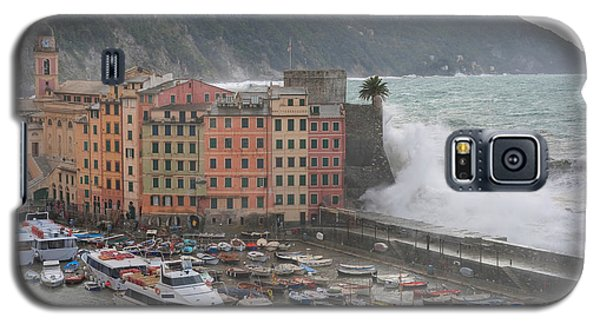 Galaxy S5 Case featuring the photograph Camogli Under A Storm by Antonio Scarpi