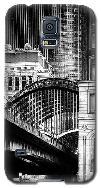 Galaxy S5 Case featuring the photograph Canary Wharf Noir3 by Jack Torcello