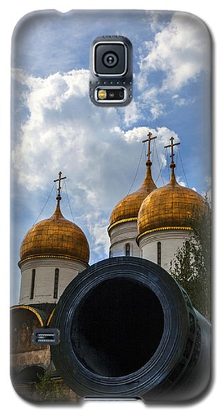 Cannon And Cathedral  - Russia Galaxy S5 Case by Madeline Ellis