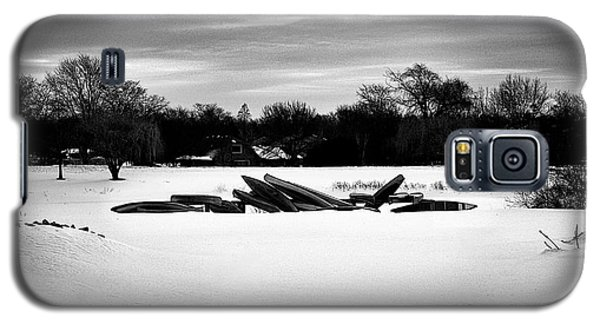 Canoes In The Snow - Monochrome Galaxy S5 Case