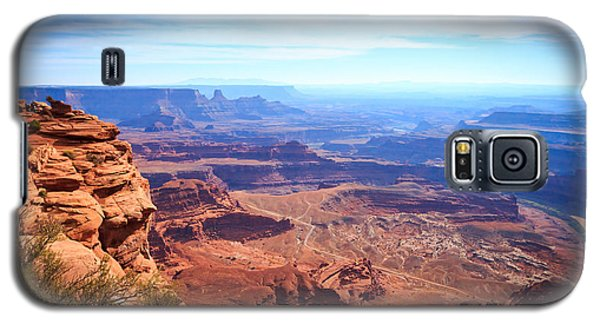 Galaxy S5 Case featuring the photograph Canyonlands - A Landscape To Get Lost In by Peta Thames