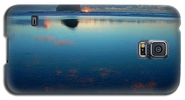 Galaxy S5 Case featuring the photograph Cape Kiwanda Seascape by Nick  Boren