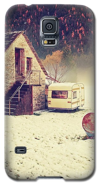 Caravan In The Snow With House And Wood Galaxy S5 Case