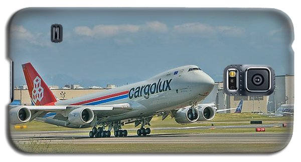 Galaxy S5 Case featuring the photograph Cargolux 747-8f by Jeff Cook