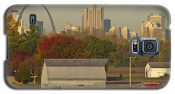 Carls Barn And The Arch Galaxy S5 Case by Garry McMichael