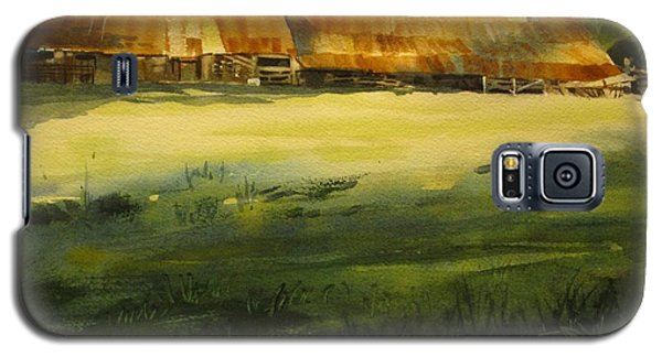 Galaxy S5 Case featuring the painting Carr Barn by Elizabeth Carr