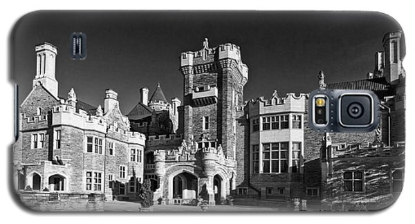 Casa Loma In Toronto In Black And White Galaxy S5 Case by Les Palenik