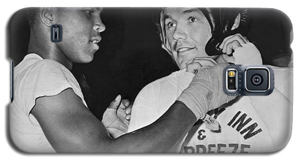 Boxing Muhammad Ali Galaxy S5 Case - Cassius Clay And Johansson by Underwood Archives