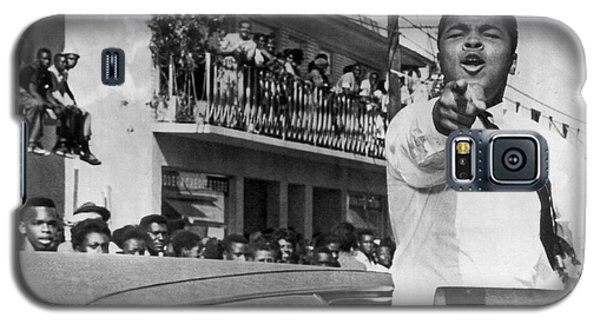 Boxing Muhammad Ali Galaxy S5 Case - Cassius Clay In Football Parade by Underwood Archives