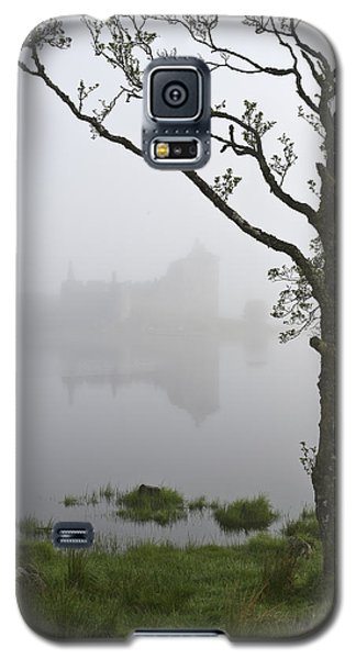 Castle Kilchurn Tree Galaxy S5 Case by Gary Eason