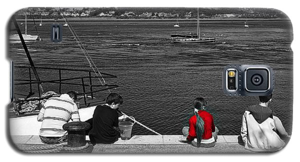 Catching Crabs In Red Galaxy S5 Case by Meirion Matthias