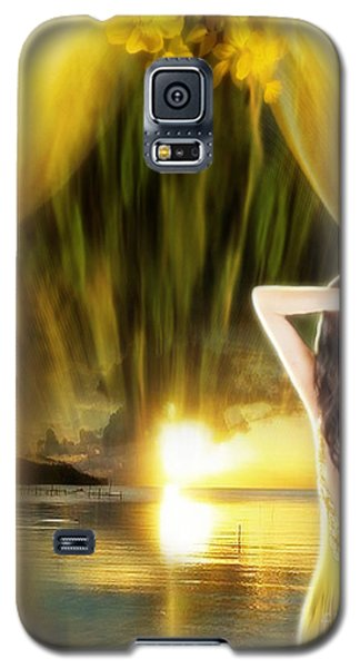 Galaxy S5 Case featuring the digital art Catching The Sunset - Fantasy Art By Giada Rossi by Giada Rossi