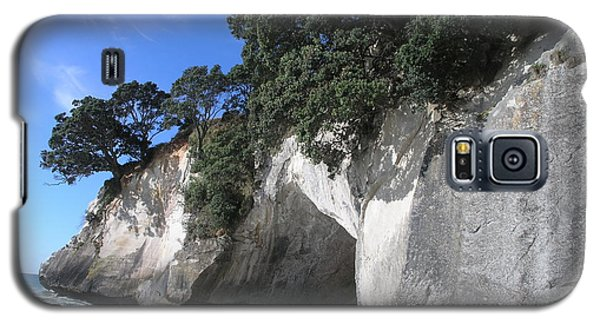 Galaxy S5 Case featuring the photograph Cathedral Cove by Christian Zesewitz
